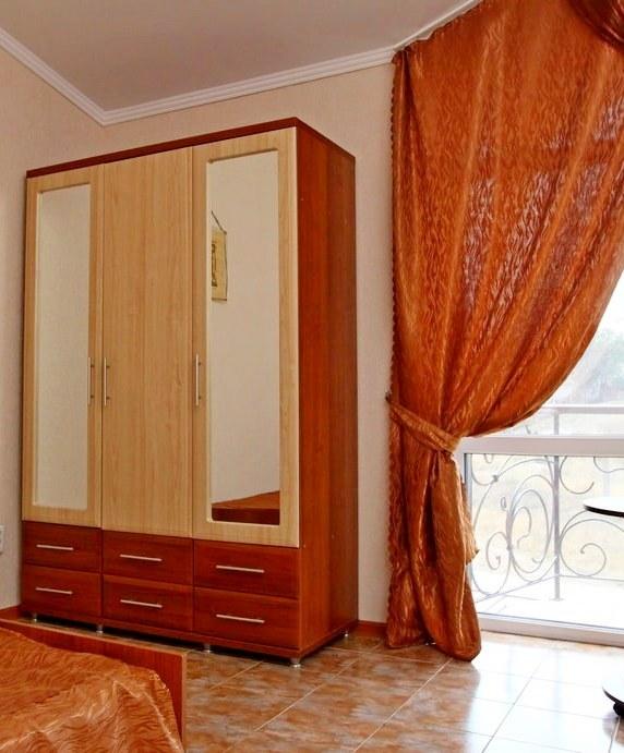 Комплекс отдыха Империал Героевка Керчь - номер категории Полулюкс, в номере есть все что необходимо для комфортного проживания.